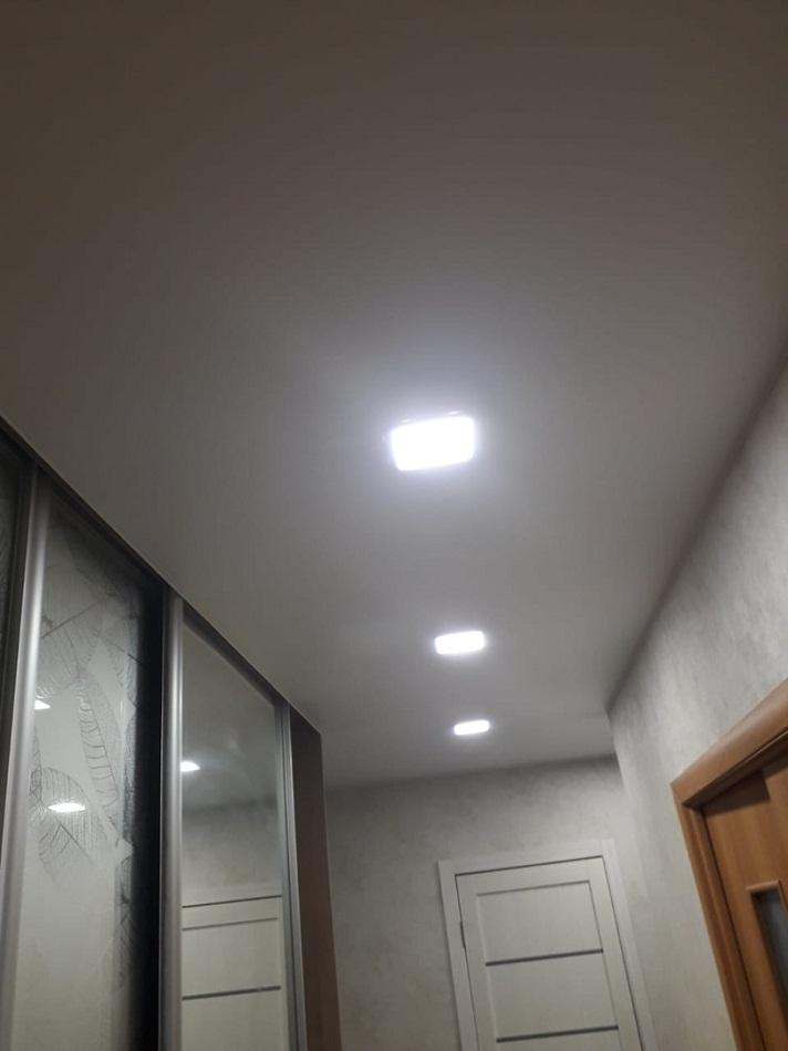 Сатиновый натяжной потолок в прихожей фото отзывы